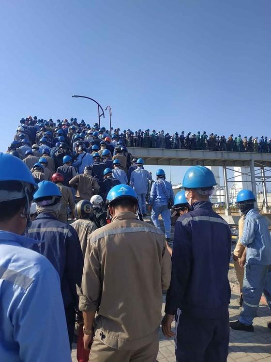 Quảng Ngãi: Khắc phục và làm rõ việc chen chúc vào cổng tại Nhà máy Hòa Phát Dung Quất ảnh 1