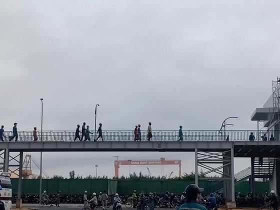 Quảng Ngãi: Khắc phục và làm rõ việc chen chúc vào cổng tại Nhà máy Hòa Phát Dung Quất ảnh 2