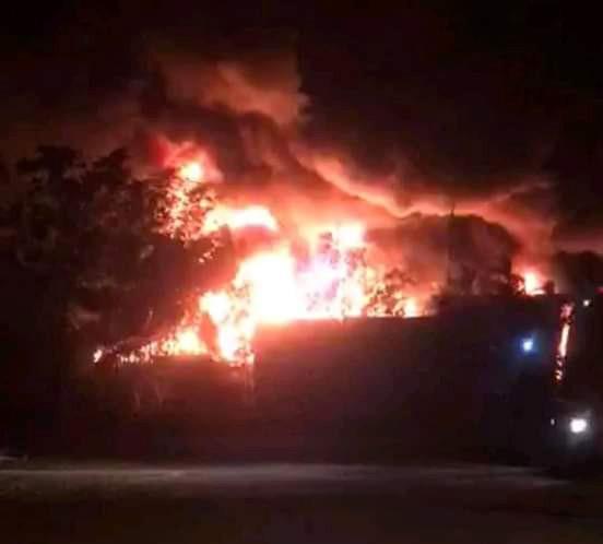 Cháy lớn tại Làng nghề Tịnh Ấn Tây, Quảng Ngãi ảnh 1