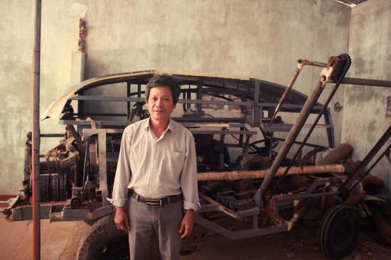 Người dân Quảng Ngãi sáng tạo máy bóc vỏ cây keo tự động ảnh 1