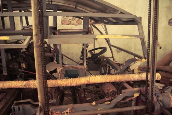 Người dân Quảng Ngãi sáng tạo máy bóc vỏ cây keo tự động ảnh 2