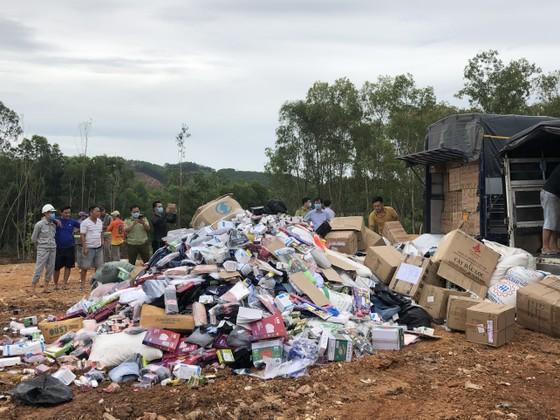 Quảng Ngãi tiêu hủy hàng ngàn sản phẩm bị tịch thu ảnh 1