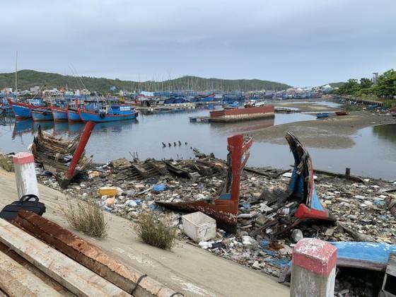 Giải pháp xử lý ô nhiễm môi trường từ xác tàu ở cảng cá Sa Huỳnh  ảnh 2