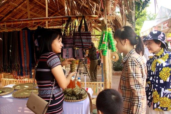 Chợ phiên Văn hóa Miền núi ngay giữa lòng thành phố Quảng Ngãi ảnh 1