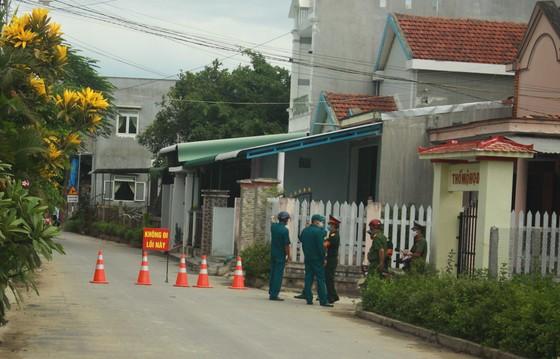 Quảng Ngãi: Phong tỏa 36 hộ dân cách ly y tế vì liên quan ca bệnh 621  ảnh 1