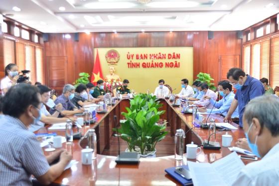 Thứ trưởng Bộ Y tế Nguyễn Trường Sơn chỉ đạo phòng chống dịch Covid-19 tại Quảng Ngãi ảnh 1