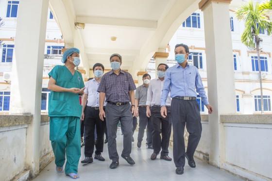 Cận cảnh Bệnh viện dã chiến ở Quảng Ngãi ảnh 2