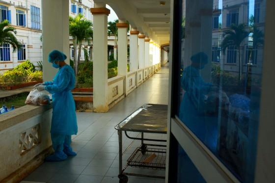 Cận cảnh Bệnh viện dã chiến ở Quảng Ngãi ảnh 14