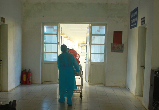 Cận cảnh Bệnh viện dã chiến ở Quảng Ngãi ảnh 12