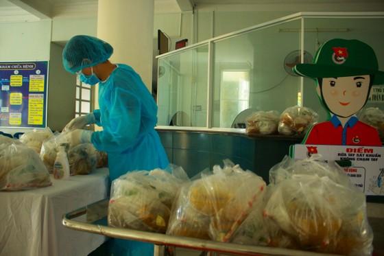 Cận cảnh Bệnh viện dã chiến ở Quảng Ngãi ảnh 10