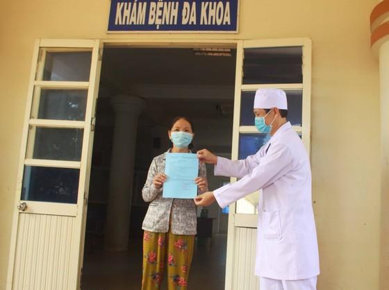 Bệnh nhân 621 xuất viện, 11 ngày Quảng Ngãi không có ca mắc Covid-19 mới ảnh 1