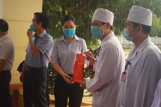 Bệnh nhân 621 xuất viện, 11 ngày Quảng Ngãi không có ca mắc Covid-19 mới ảnh 2