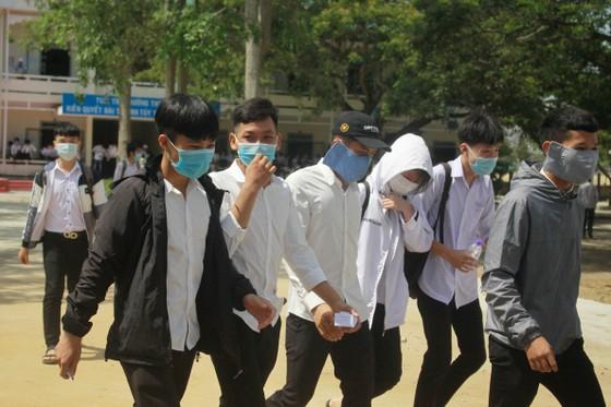 Gần 11.400 thí sinh Đà Nẵng, Quảng Ngãi hoàn thành môn thi đầu tiên kỳ thi tốt nghiệp THPT đợt 2 ảnh 18