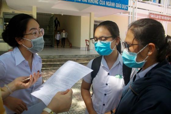 Gần 11.400 thí sinh Đà Nẵng, Quảng Ngãi hoàn thành môn thi đầu tiên kỳ thi tốt nghiệp THPT đợt 2 ảnh 17