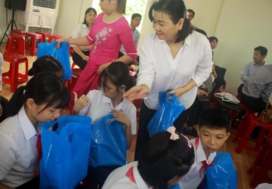 Khoảng 2 tỷ đồng hỗ trợ Trung tâm Nuôi dạy trẻ khuyết tật Võ Hồng Sơn  ảnh 2
