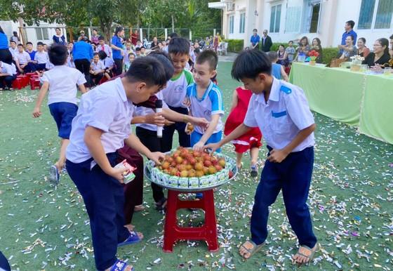 Trung thu đến với các em Trung tâm Nuôi dạy trẻ khuyết tật Võ Hồng Sơn ảnh 6