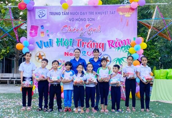 Trung thu đến với các em Trung tâm Nuôi dạy trẻ khuyết tật Võ Hồng Sơn ảnh 2