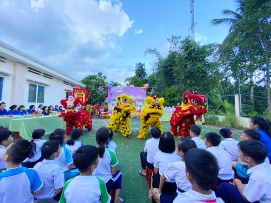 Trung thu đến với các em Trung tâm Nuôi dạy trẻ khuyết tật Võ Hồng Sơn ảnh 1