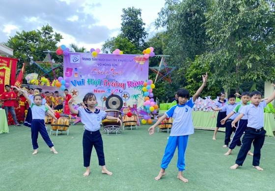 Trung thu đến với các em Trung tâm Nuôi dạy trẻ khuyết tật Võ Hồng Sơn ảnh 5