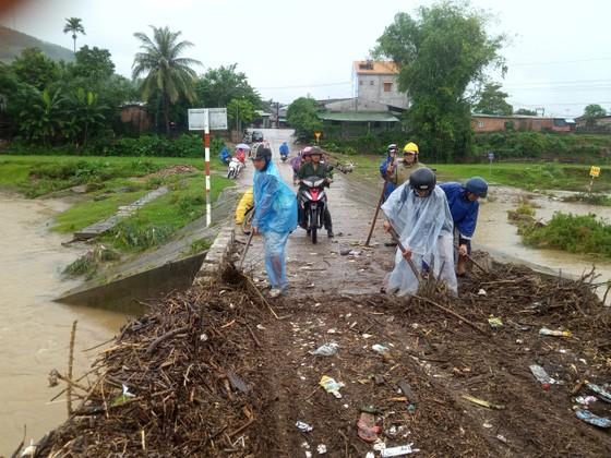 Hàng trăm hecta nông nghiệp và thủy sản tại Quảng Ngãi bị thiệt hại, lũ đang rút ảnh 1