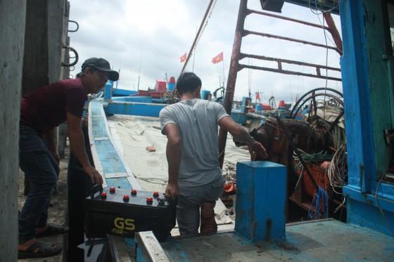 Quảng Ngãi khẩn trương neo trú tàu thuyền tránh trú bão số 9  ảnh 4