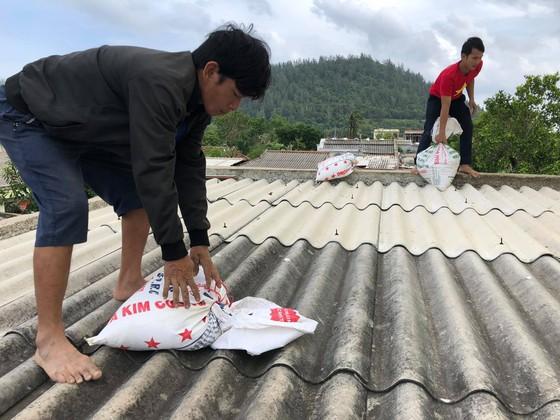 Các doanh nghiệp ở Quảng Ngãi xem xét cho người lao động tạm nghỉ việc từ ngày 28 đến 29-10 ảnh 1