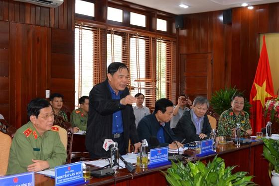 Bộ trưởng Nguyễn Xuân Cường thăm hỏi người dân Quảng Ngãi sau bão số 9  ảnh 1