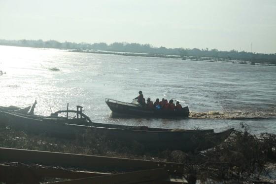 Bộ trưởng Nguyễn Xuân Cường thăm hỏi người dân Quảng Ngãi sau bão số 9  ảnh 5