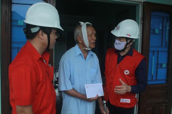 Trung ương Hội Chữ thập đỏ Việt Nam cứu trợ khẩn cấp cho các hộ dân tỉnh Quảng Ngãi ảnh 1