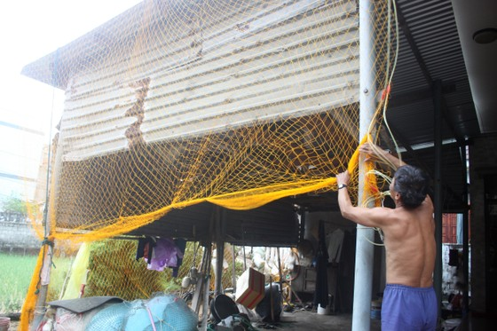 Giăng lưới, cột dây chằng chống nhà cửa ứng phó bão số 10 ảnh 2