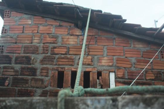 Giăng lưới, cột dây chằng chống nhà cửa ứng phó bão số 10 ảnh 9