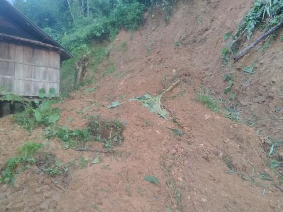 Quảng Ngãi di dời 300 người dân vì vết nứt núi sạt lở kéo dài ảnh 5