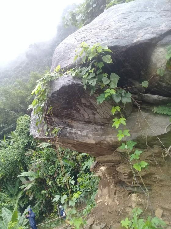Quảng Ngãi di dời 300 người dân vì vết nứt núi sạt lở kéo dài ảnh 3