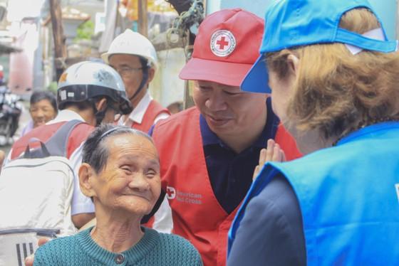 UNDP hỗ trợ khẩn cấp cho người dân bị ảnh hưởng bão lụt tại 5 tỉnh miền Trung ảnh 3