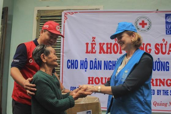 UNDP hỗ trợ khẩn cấp cho người dân bị ảnh hưởng bão lụt tại 5 tỉnh miền Trung ảnh 1
