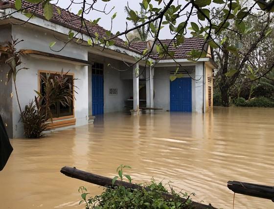 UNDP hỗ trợ khẩn cấp cho người dân bị ảnh hưởng bão lụt tại 5 tỉnh miền Trung ảnh 5