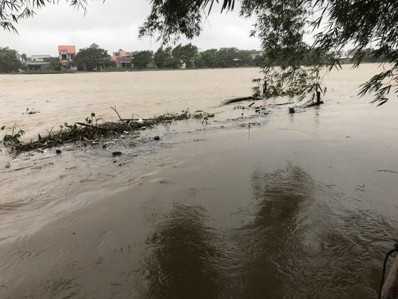 Nước lũ dâng cao, nhiều nơi ở Quảng Ngãi bị ngập sâu ảnh 6