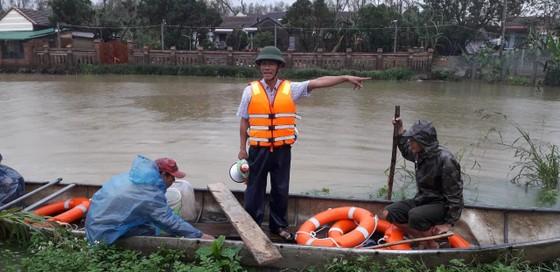 Huyện đảo Lý Sơn xuất gạo cấp người dân đảo Bé ứng phó bão số 13 ảnh 2