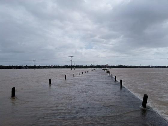 Nước lũ dâng cao, nhiều nơi ở Quảng Ngãi bị ngập sâu ảnh 4