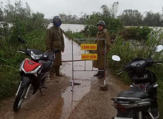 Huyện đảo Lý Sơn xuất gạo cấp người dân đảo Bé ứng phó bão số 13 ảnh 3