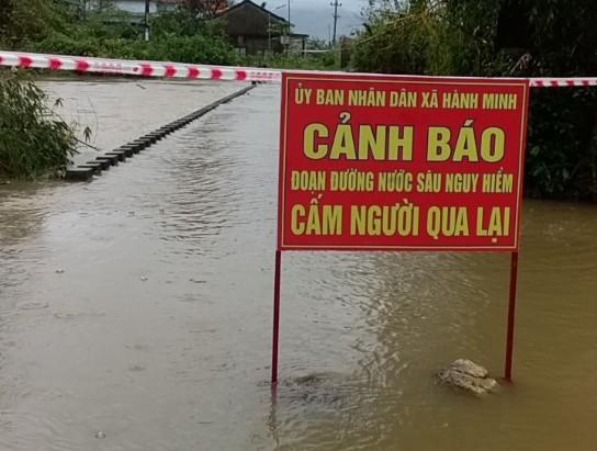 Nước lũ dâng cao, nhiều nơi ở Quảng Ngãi bị ngập sâu ảnh 3