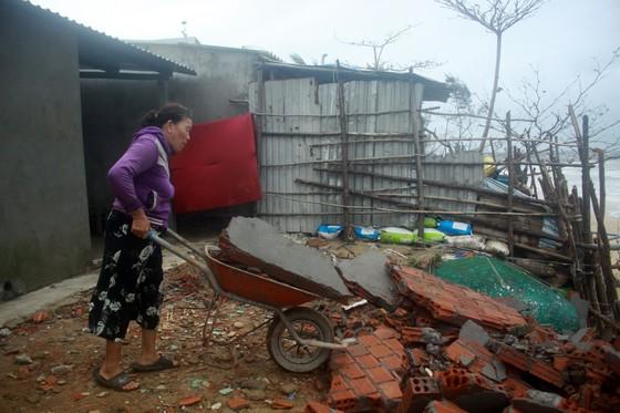 Người dân ven biển Quảng Ngãi cuống cuồng vì sạt lở ảnh 8