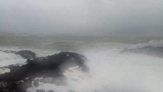 Hàng trăm người dân đảo Cồn Cỏ di tản xuống hầm trú bão ảnh 5