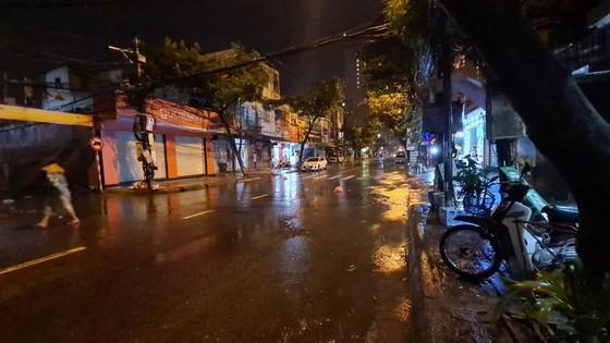 Hàng trăm người dân đảo Cồn Cỏ di tản xuống hầm trú bão ảnh 4