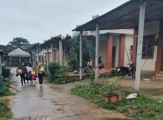Hàng trăm người dân đảo Cồn Cỏ di tản xuống hầm trú bão ảnh 1