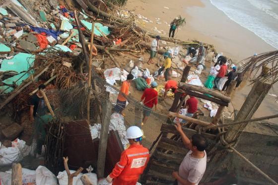 Triều cường, sóng lớn đánh sập nhà dân ở Quảng Ngãi ảnh 6