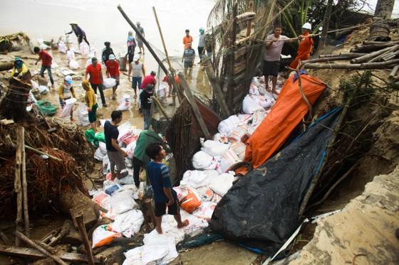 Triều cường, sóng lớn đánh sập nhà dân ở Quảng Ngãi ảnh 7
