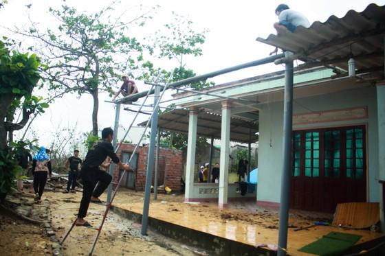 Triều cường, sóng lớn đánh sập nhà dân ở Quảng Ngãi ảnh 13