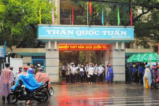 Vì sao Quảng Ngãi thu hồi 3,5 tỷ đồng khen thưởng học sinh? ảnh 1