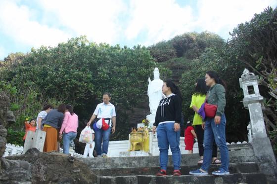 Đảo Lý Sơn gắn mã QR cho các điểm du lịch, ban hành sổ tay Chỉ dẫn địa lý tỏi  ảnh 1